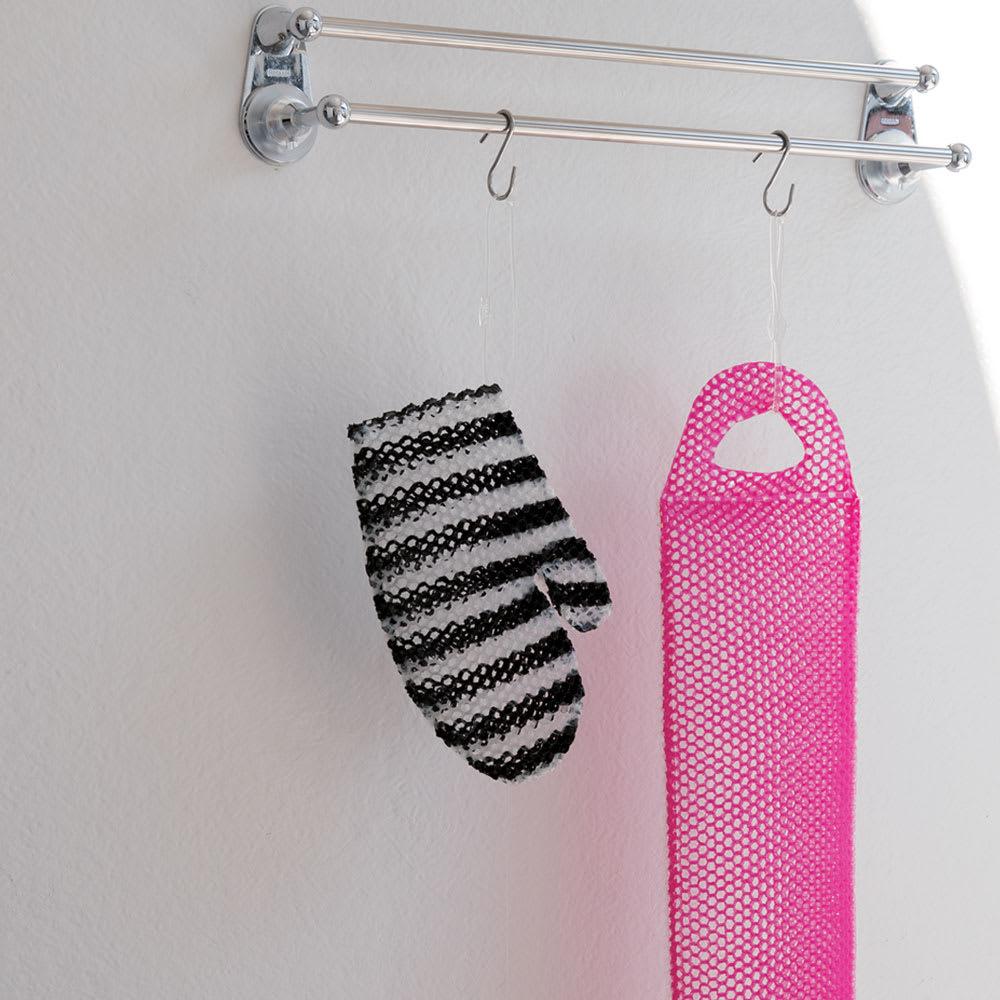 スプラコール ハニカムスポンジ フェイス用・ボディ用セット バスミット・ボディ用には、取り外し可能な吊りひも付き。使用後は干して乾かせます。