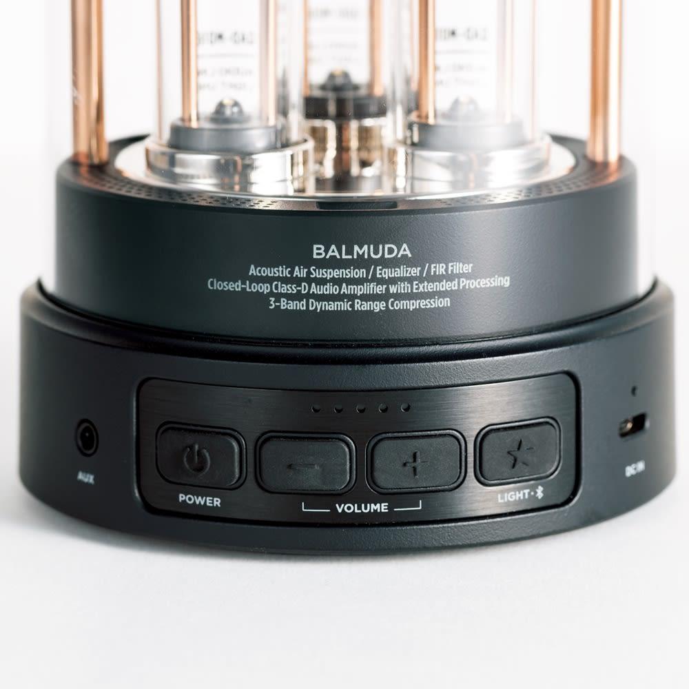 【送料無料】BALMUDA The Speaker / バルミューダ ザ スピーカー パワー、ボリューム、ライブライトのみのボタンで操作は簡単。