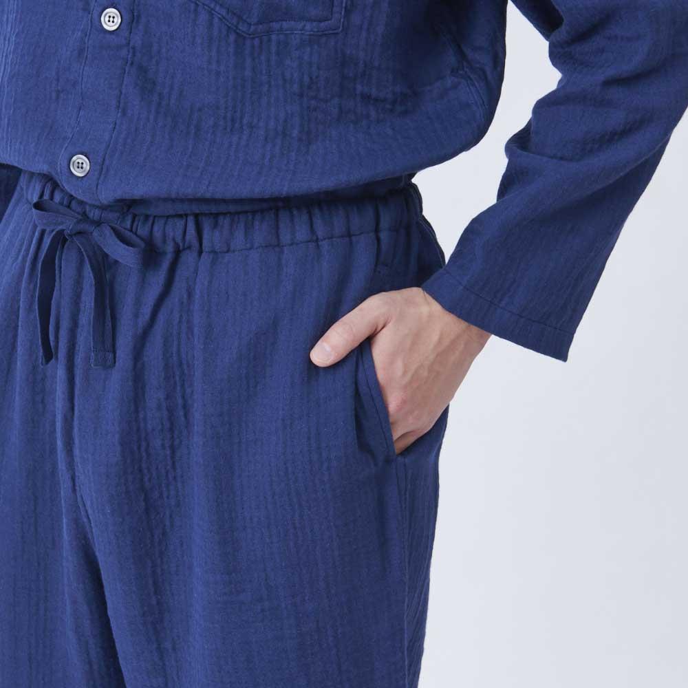 内野(ウチノ)/UCHINO マシュマロガーゼ(R)ノーカラーパジャマメンズWEB ウエストにはゴムと紐が通っているので、着脱しやすく調節も可能。うれしいポケット付き。