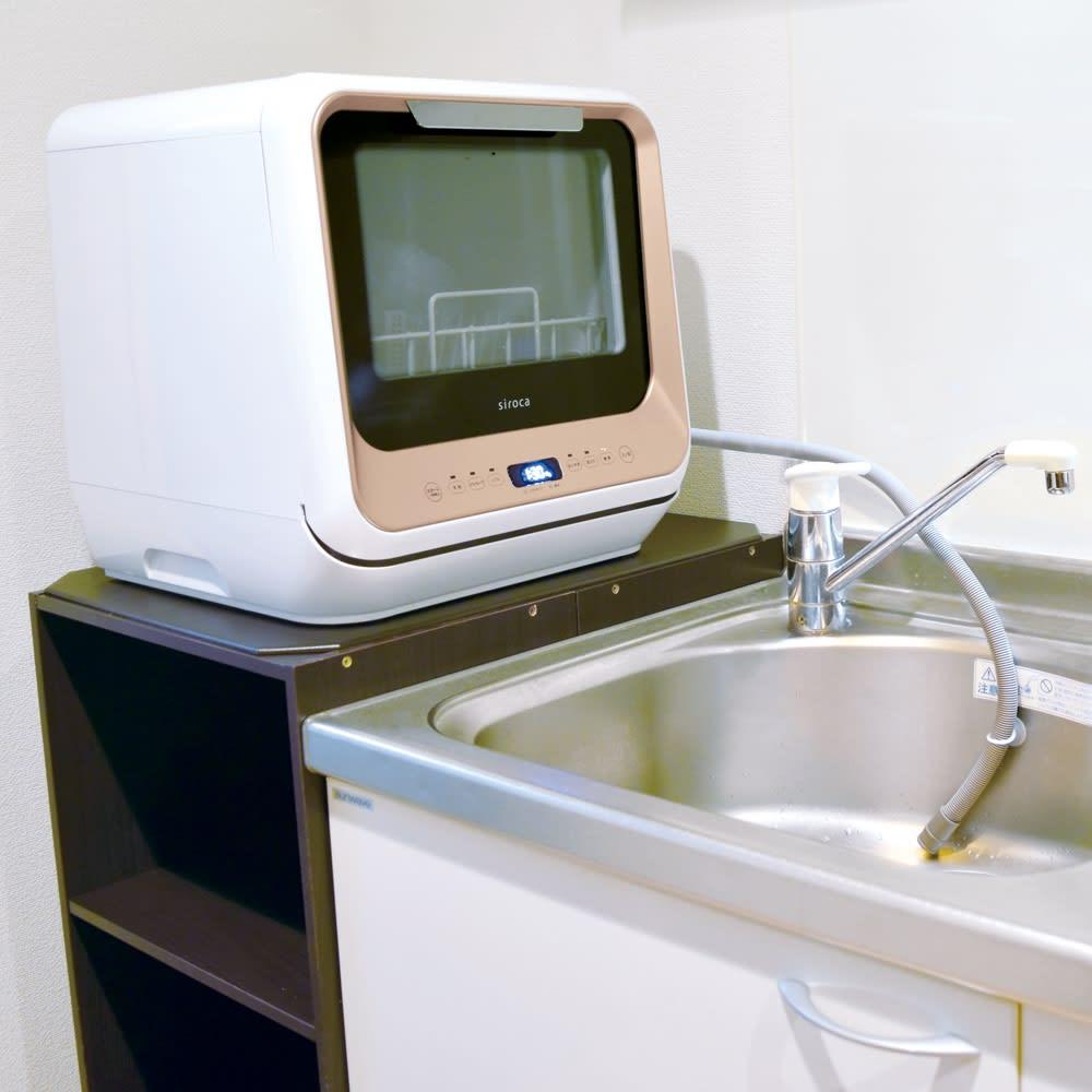 【ディノス先行販売】水栓工事のいらない食器洗浄乾燥機 販路限定カラー 見逃していたこんなスペースを利用しても!例えば、シンク脇の棚の上にも。