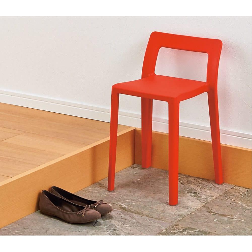 ENOTS ミニマルスタッキングチェア [I'mD/アイムディー] 玄関に置いて、靴の脱ぎ履き用の椅子としても。