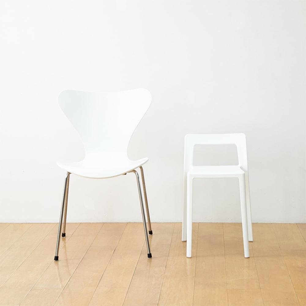 ENOTS ミニマルスタッキングチェア [I'mD/アイムディー] 通常の椅子と比べてもこれだけコンパクト
