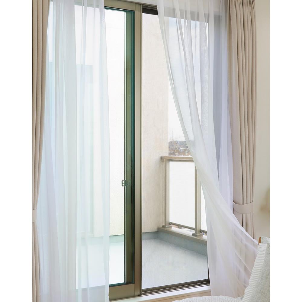 遮熱クールアップ 4枚組 網戸枠に取り付ければ風通しも確保できます。