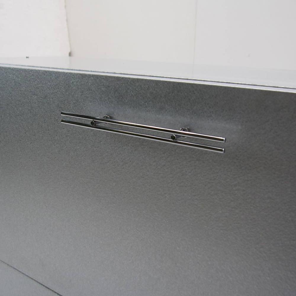 大きく開くガルバ製ゴミ保管庫【スリム】 幅100奥行37cm 握りやすいステンレス製の取っ手。