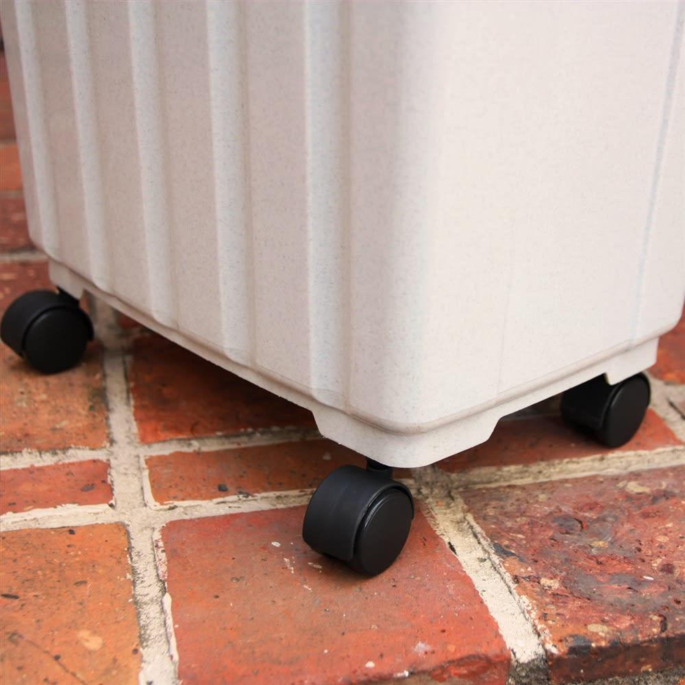 ペール40L キャスター付き 3個組 ペールとして使用する際は、付属のキャスターが使用できます。