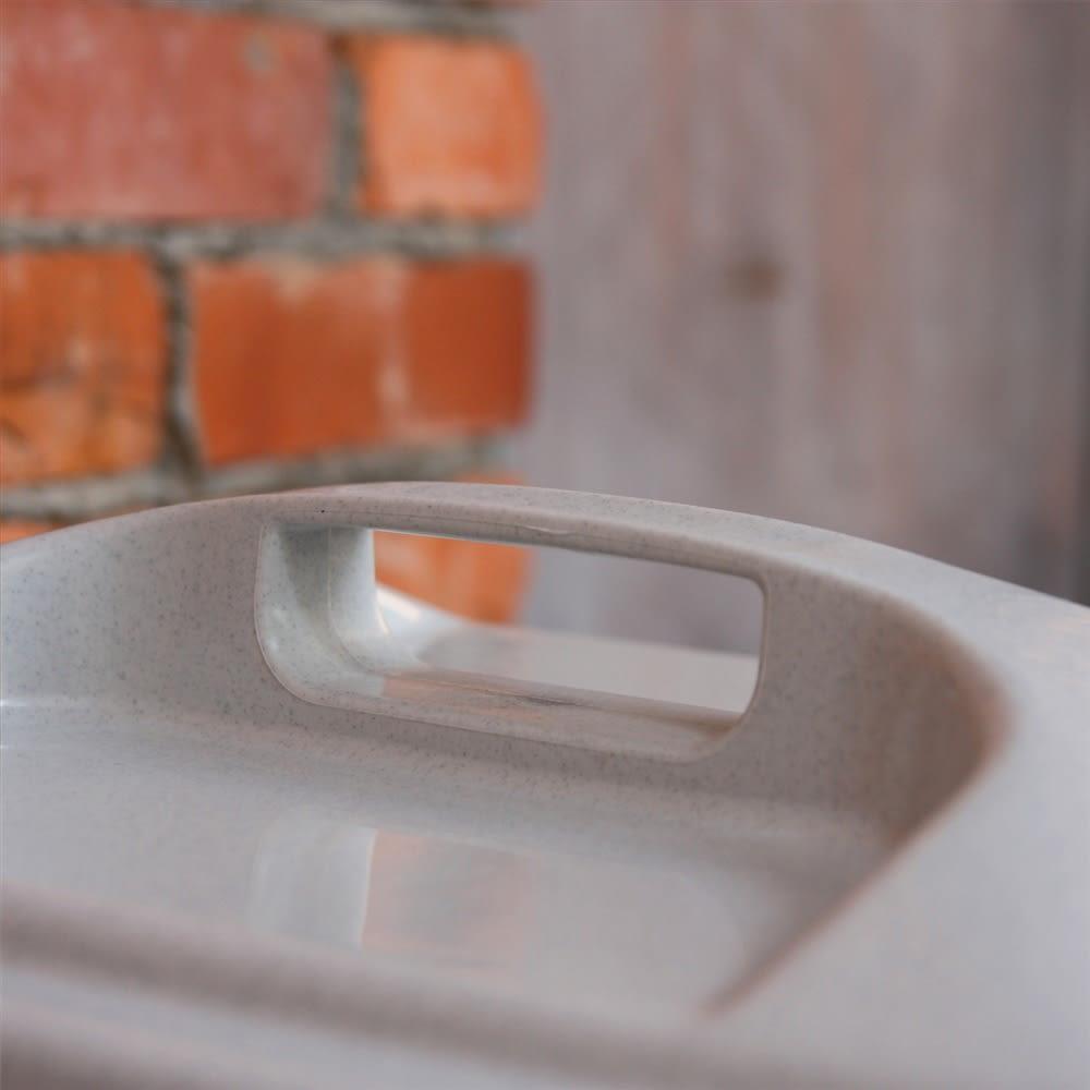 ペール40L キャスター付き 3個組 握りやすい形状の、フタのハンドル。