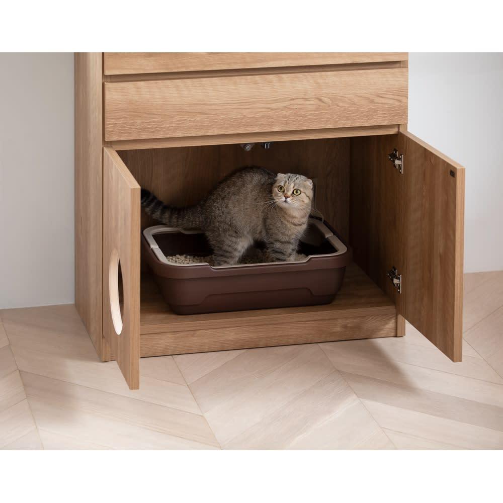 ネコ用トイレやベッドを置けるスペース付き リビング収納庫 幅60.5cm奥行45.5cm高さ180cm ※写真は幅75.5cmタイプです。 ※お届けする商品は幅60.5cmになります。