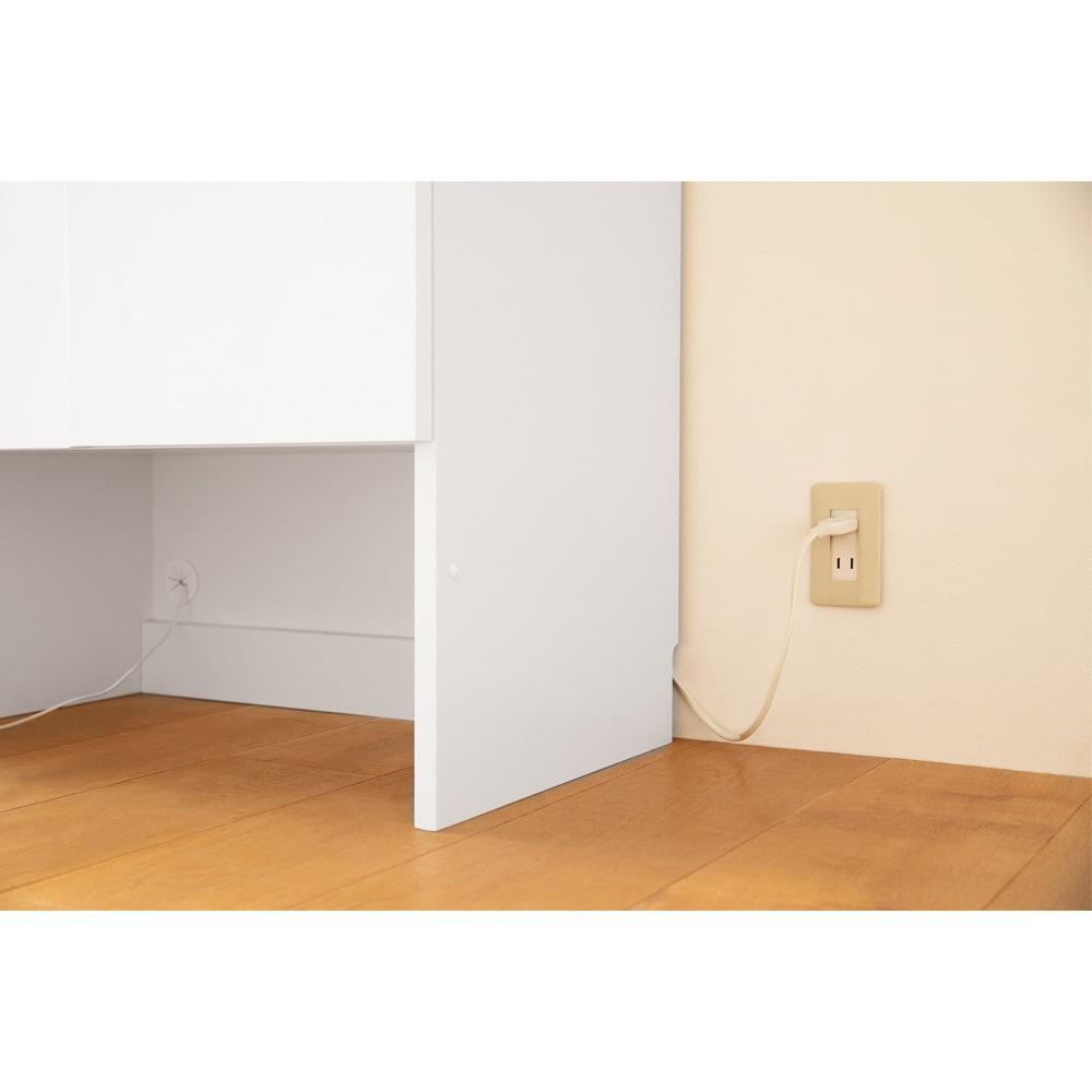 ペットを飼っている人のための 下オープン収納庫 引出タイプ幅60cm高さ180cm 下段オープン部高さ30cm 背板にコード通し穴があるので、水飲み器などの家電も置けます。