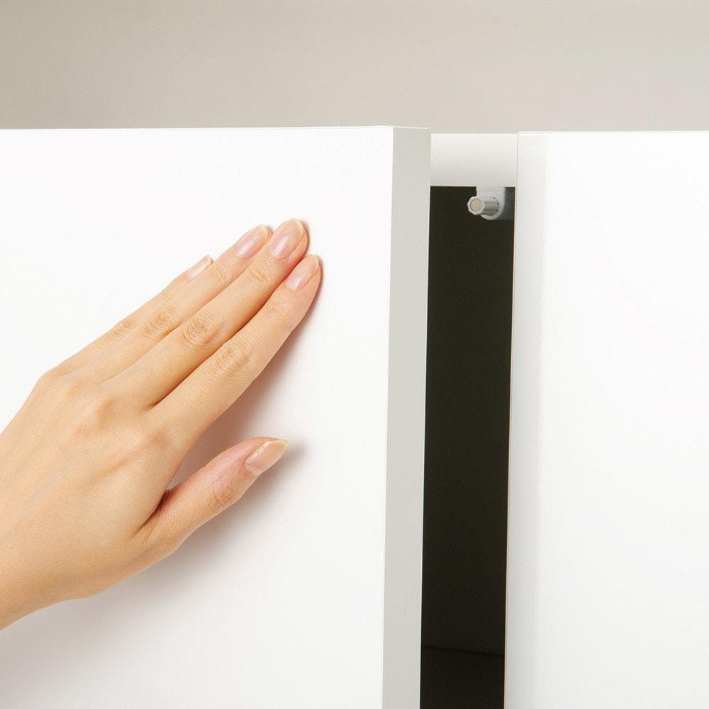 ペットを飼っている人のための下オープン収納庫 上置き 幅60cm高さ30~80cm(高さ1cm単位オーダー) 扉は軽く押すだけで開くプッシュラッチ式。※画像は本体の扉を撮影したものです。上置きのプッシュラッチは扉下側についています。