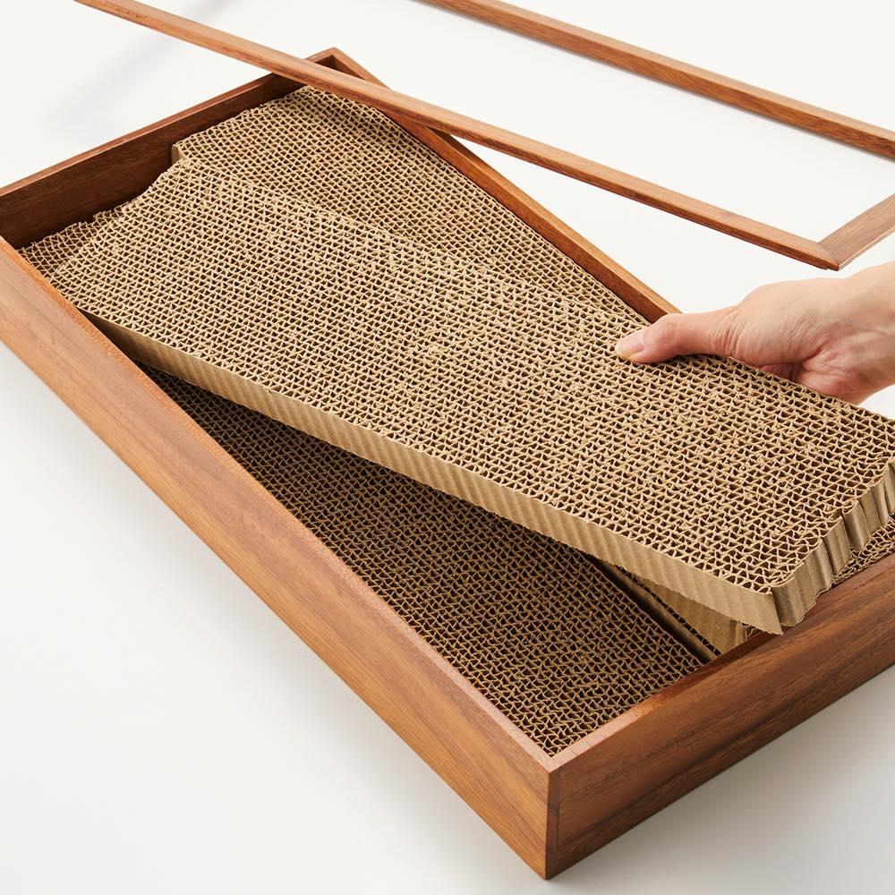 アカシア天然木ペットシリーズ 爪とぎ4枚入れ用 ストックの爪とぎを下に入れられます。