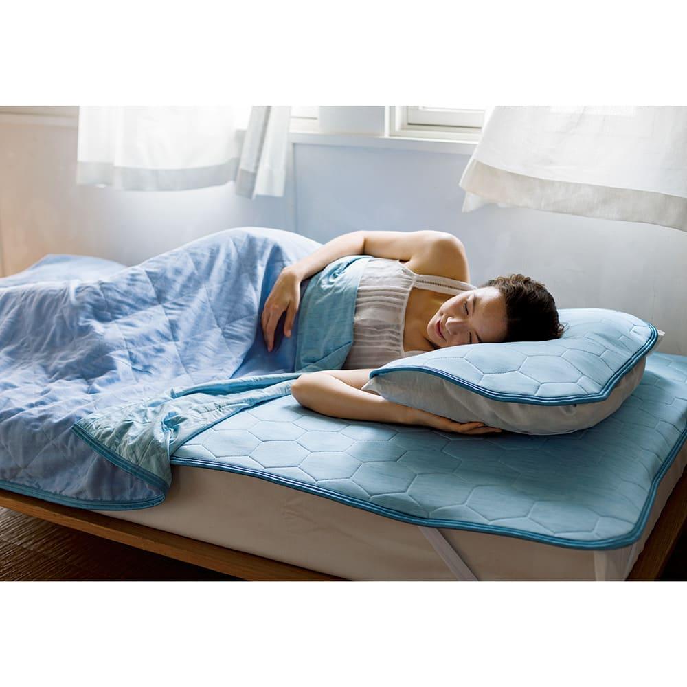 ひんやり除湿寝具デオアイスエアドライシリーズ ピローパッド(同色2枚組)普通判 コーディネート例 (ア)ブルー  ※お届けはピローパッドになります。