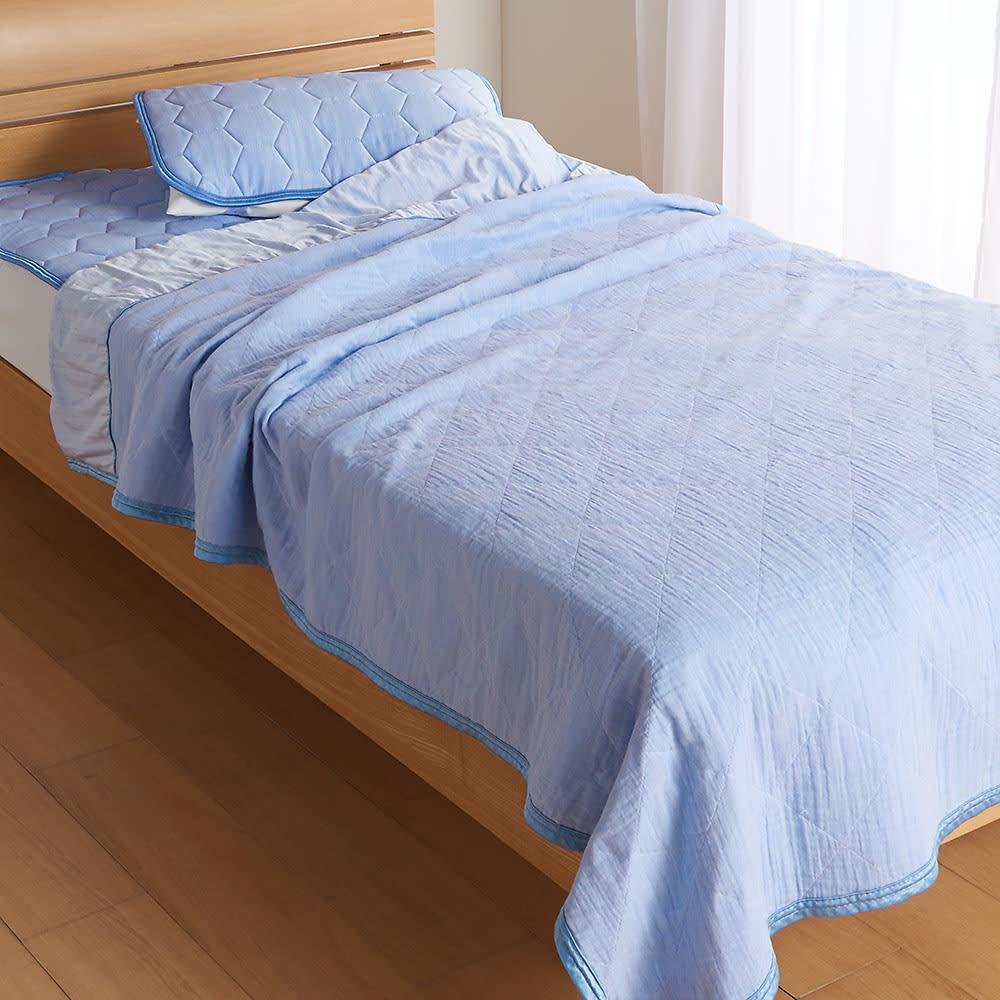 ひんやり除湿寝具 デオアイスエアドライシリーズ さらさらケット パッド&ケットのセット使いなら、全身心地よい冷たさに包まれます。 (ア)ブルー ※掛け敷きセット使用イメージ。お届けはケット単品です。