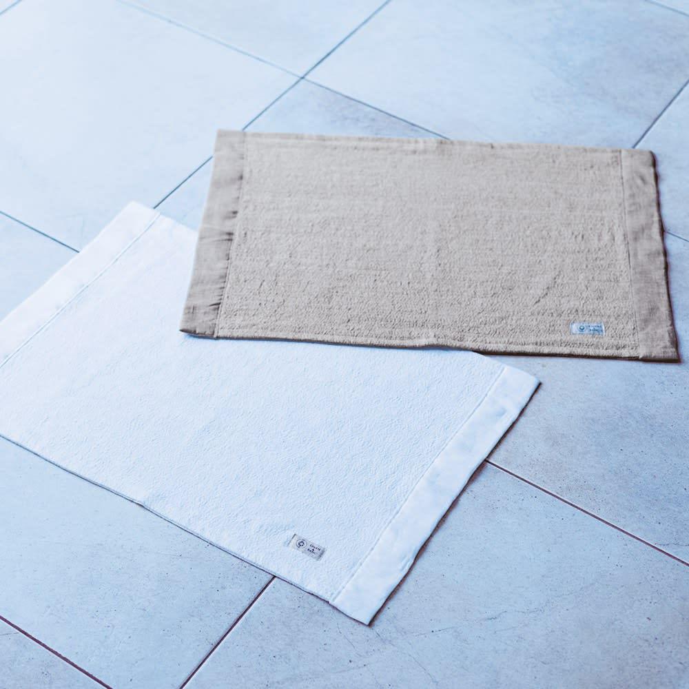 【LINEN & BASIC】リネン&ベーシック 湯上りの足元をサラサラに リネン100% バスマット 左から(ア)ホワイト (イ)生成り