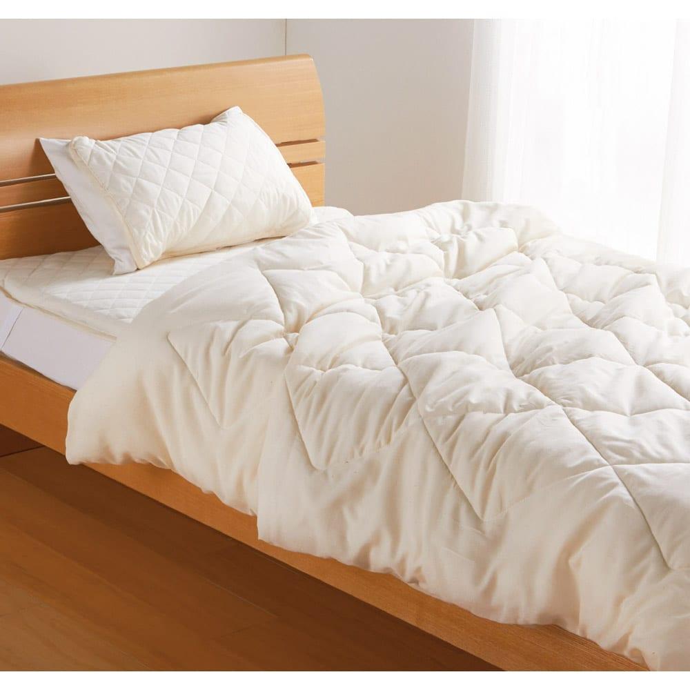 テンセルTM &ガーゼ寝具シリーズ お得な掛け敷きセット(コンフォーター+敷きパッド+ピローパッド) (ア)生成り コーディネート例