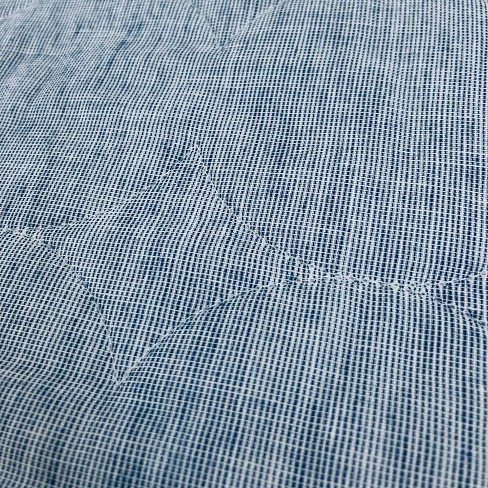 パシーマ(R) EX(先染めタイプ)シリーズ 夏の限定色デニムブルー ピローケース 普通判(1枚) 先染め糸を使用し、経糸と横糸に白い糸を混ぜることでニュアンスのある生地に仕上がりました。片面はミックス調の無地、もう片面はピンストライプの柄のリバーシブル仕様です。