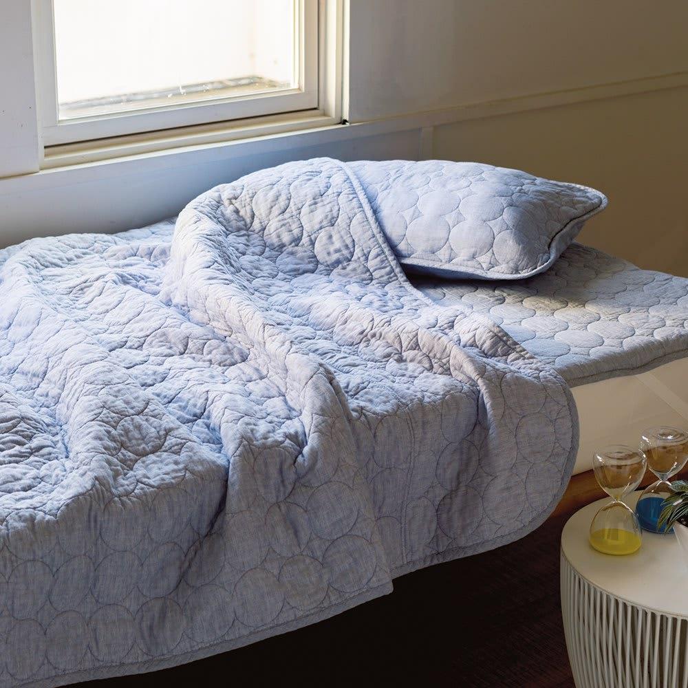 先染めタイプ)シリーズ 夏の限定色デニムブルー パッドシーツ 昨夏はあっと言う間に完売した限定色デニムブルーが、20周年を記念して今季再び登場。おしゃれなデニム調の風合いが涼しげな寝室を演出します。