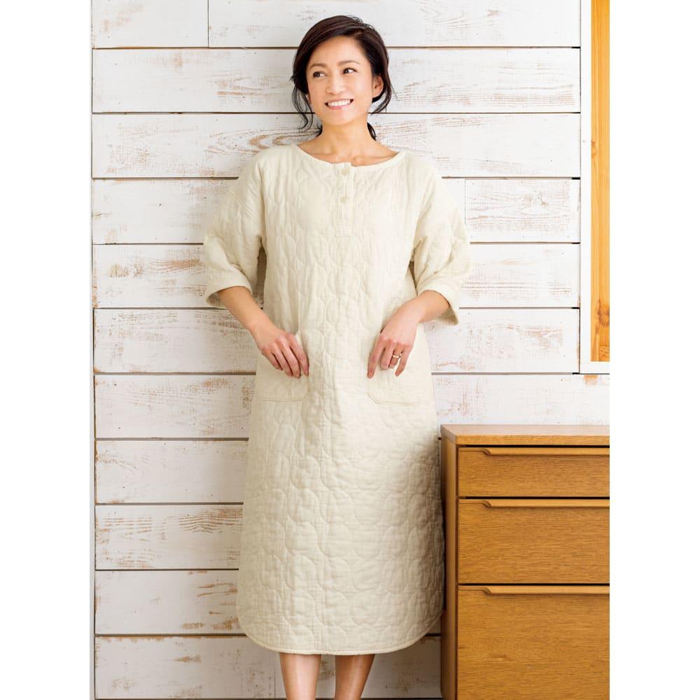 パシーマ(R)使いのパジャマ 「可愛いですよね。程よいゆったり感で、ストレスのないパジャマです。ふっくらボリュームなのに、これを着て寝たほうが汗を吸ってくれて涼しいんです」