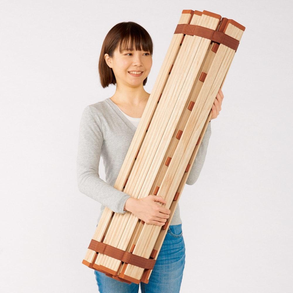 気になる湿気対策に薄型・軽量桐天然木すのこベッド ロールタイプ 巻いたら本体のバンドで留めるだけ。省スペースに収納できます。