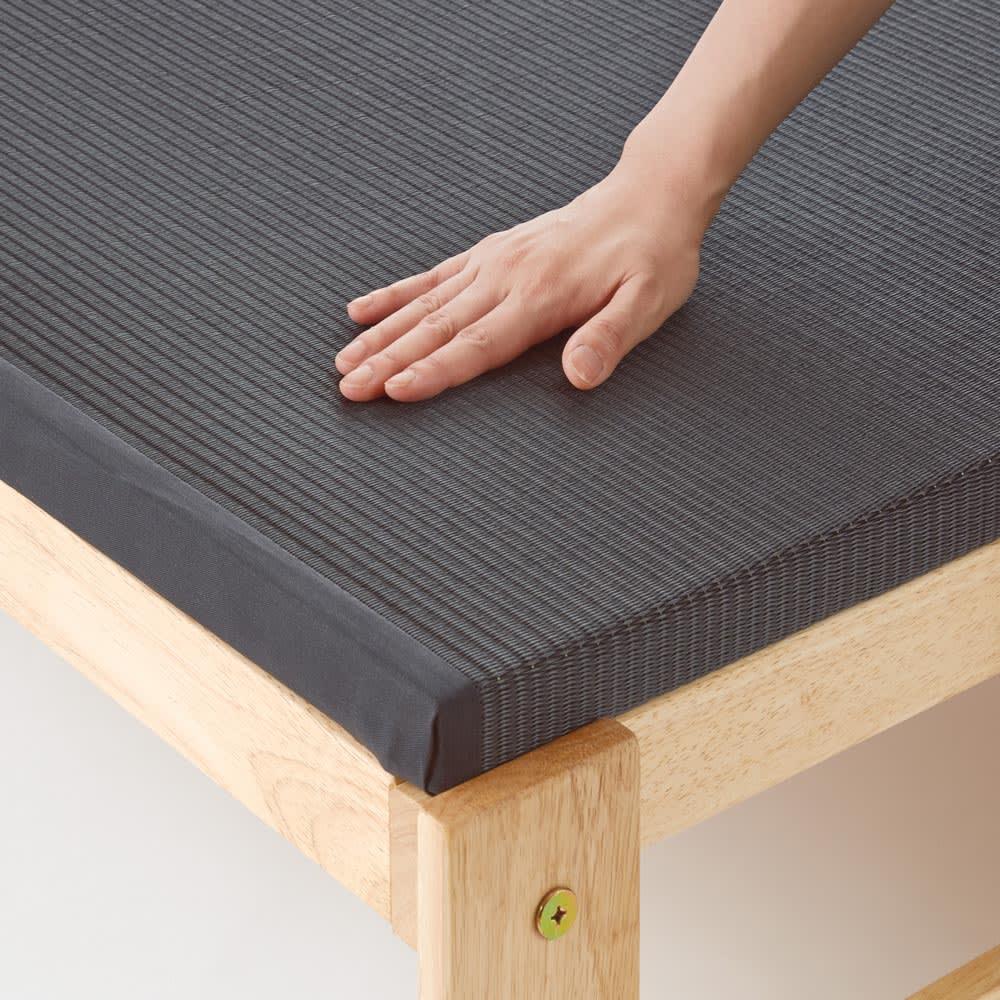 気になる湿気対策に!和モダン黒畳折りたたみベッド ロータイプ(高さ27cm) 樹脂製なので畳やけの心配がなく、水拭きもできます。