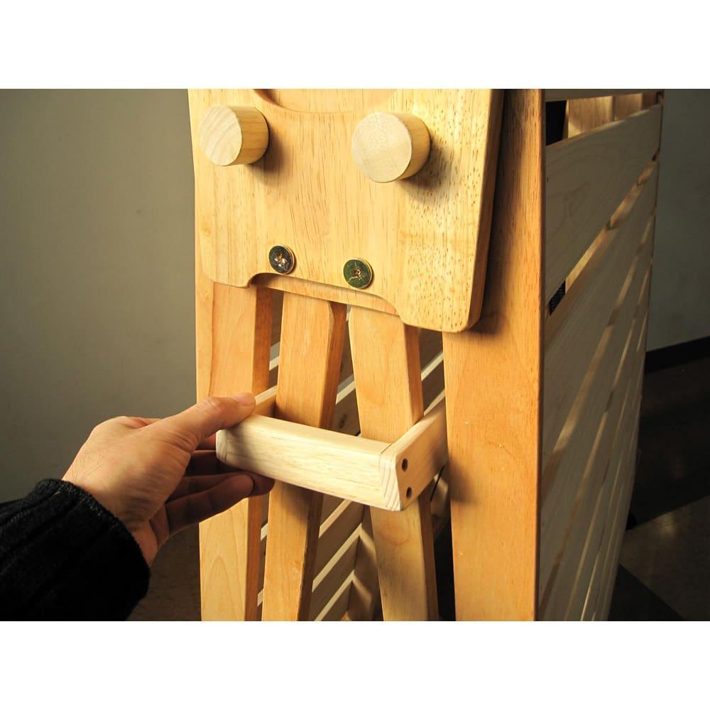 折りたたみ式ひのきすのこベッド ワイドシングル 布団干しの形にするときは、ストッパーを差して固定します。