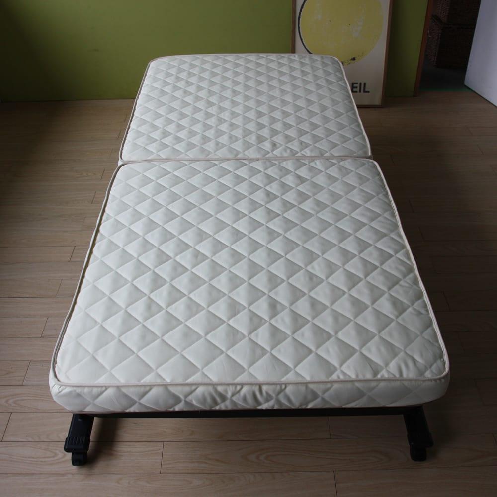 組立不要 立ち座りしやすい折りたたみベッド 完成品なので商品が届いたら、箱から出して、すぐにご使用できます。