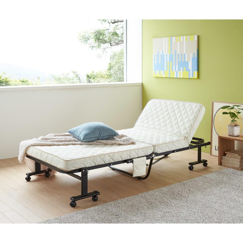 組立不要 立ち座りしやすい折りたたみベッド リクライニングでくつろげ、簡単にたためて収納OKと機能満載。