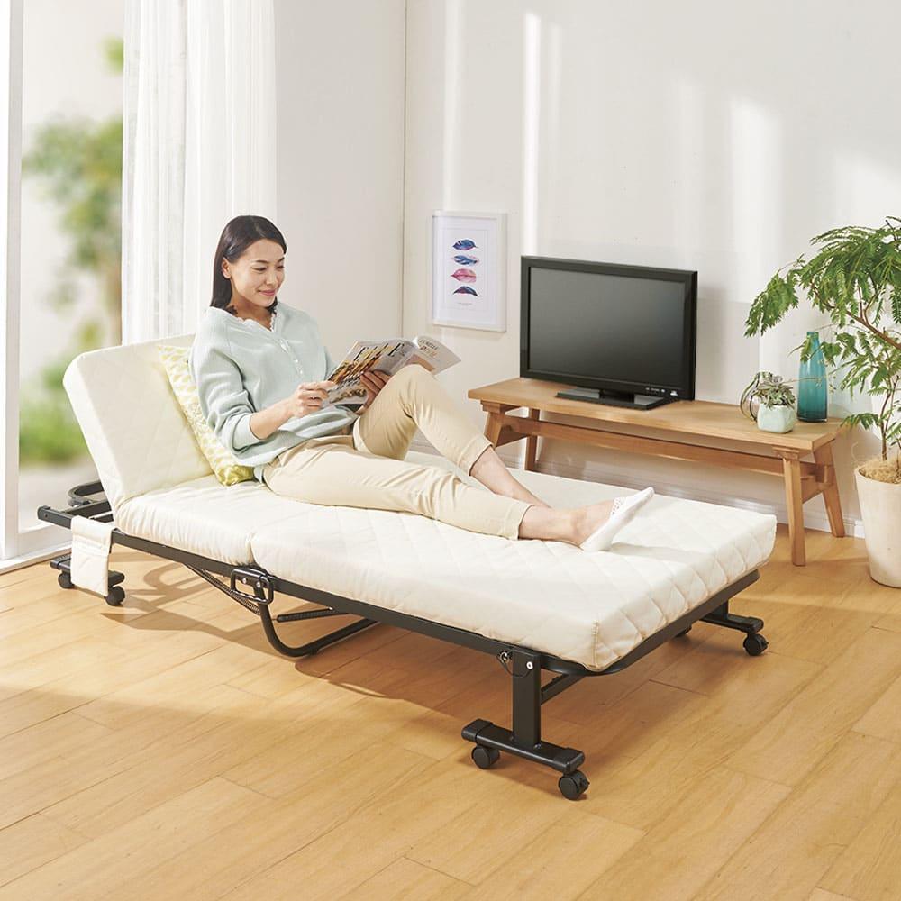 完成品折りたたみショートベッド(カバーなし/カバー付き) シンプルデザインでお部屋にマッチ。 ※写真はカバーなしです。