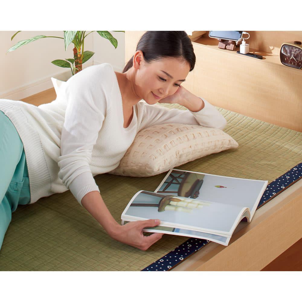 角あたりのない細すのこベッド 棚付き (国産ポケットコイルマットレス付き) ゴザなどを敷いて束の間のごろ寝タイムに。