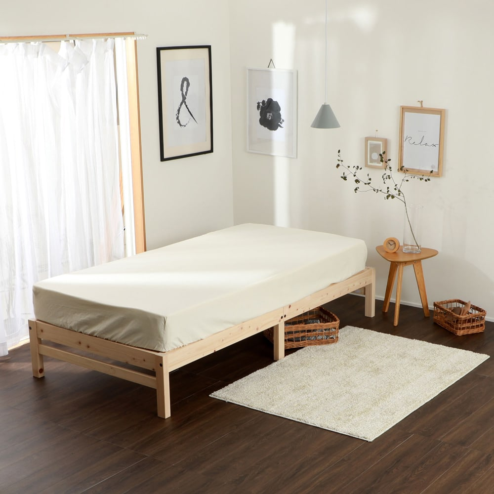 国産ひのき天然木すのこシングルベッド 棚あり お得な2点セット(ポケットコイルマットレス付き) 北欧ナチュラルなお部屋にもぴったり。ポケットコイルマットレス(厚さ19cm)付き。