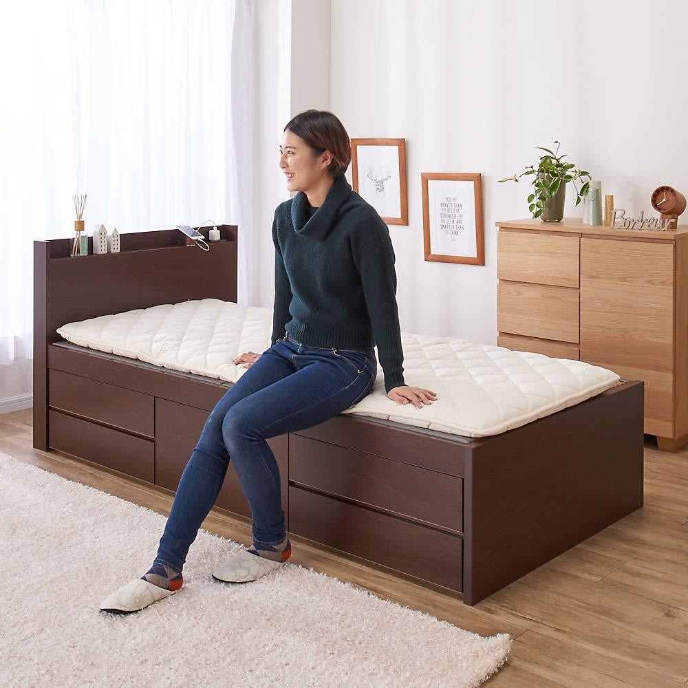 美草畳収納付きベッド 棚なし 使用イメージ ※写真は棚ありタイプです。 ベッドでありながら、畳に布団を敷いて寝ることができます。