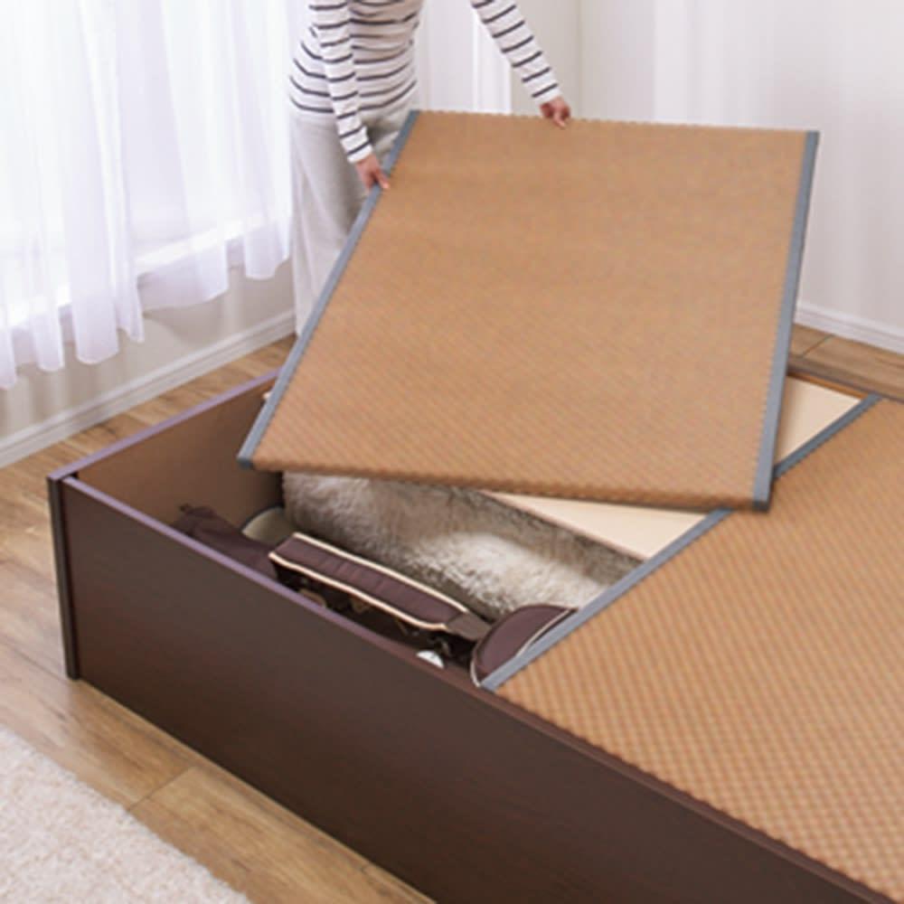美草畳収納付きベッド 棚あり カーペットやゴルフバッグも収納可能。