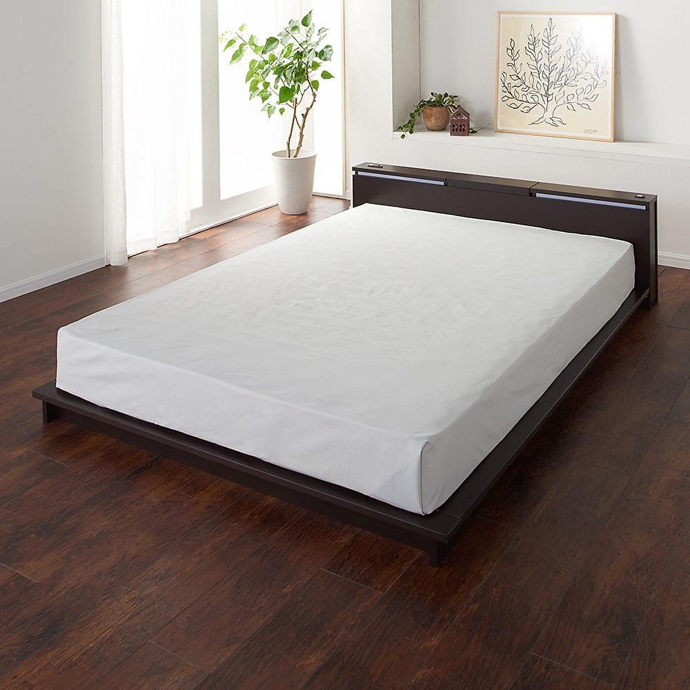 照明付きステージすのこベッド フレームのみ コーディネート例 (イ)ダークブラウン ※お届けはベッドフレームのみです。