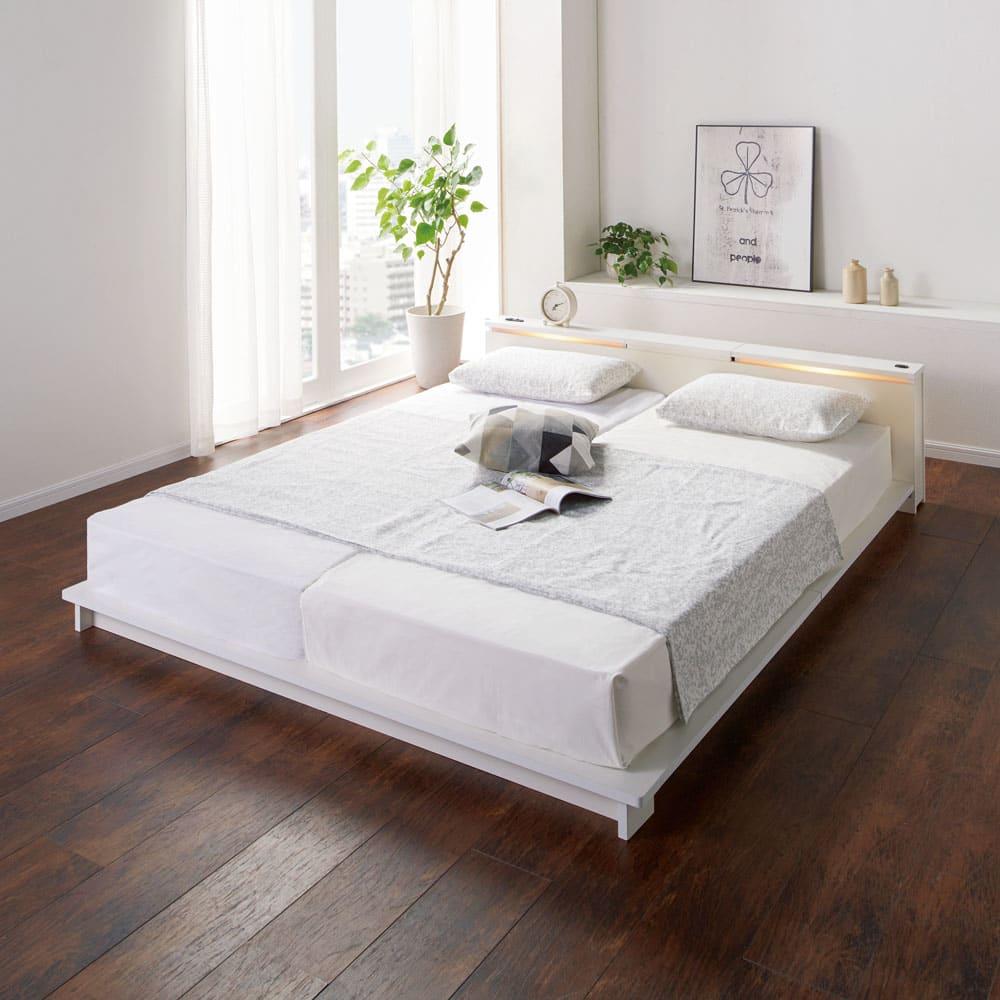 照明付きステージすのこベッド フレームのみ コーディネート例 (ア)ホワイト≪点灯時≫ クイーンサイズはマットレス(80cm)を2枚使用可能。隣の方の振動を気にせずゆったりお休みいただけます。