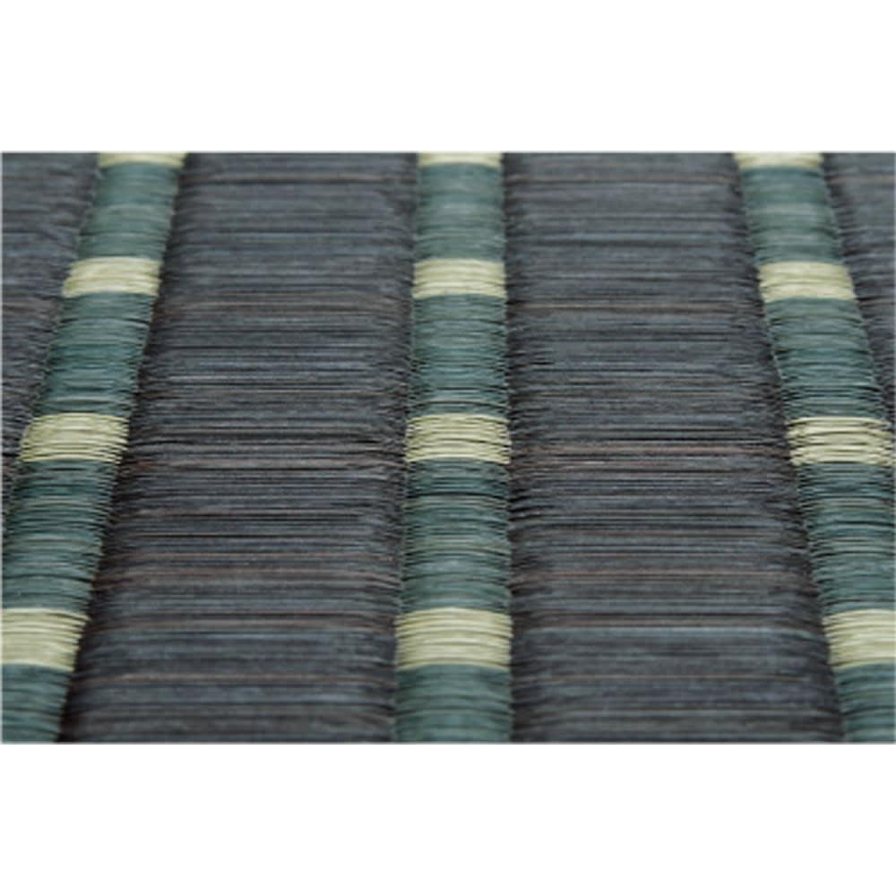 掛川織い草ラグ/上敷き「MODERNモダン」 【素材アップ】 掛川織は、約3cmの大目と1cmの小さな目が交互に繰り返す福岡県独特の高級な織り方。弾力性に富み、肌ざわりの良さが特徴です。