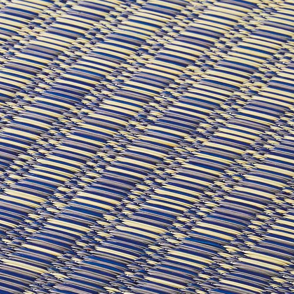 い草ラグ裏付きグランデ グラデーションになるように、色の異なるい草を絶妙なバランスで織っています。