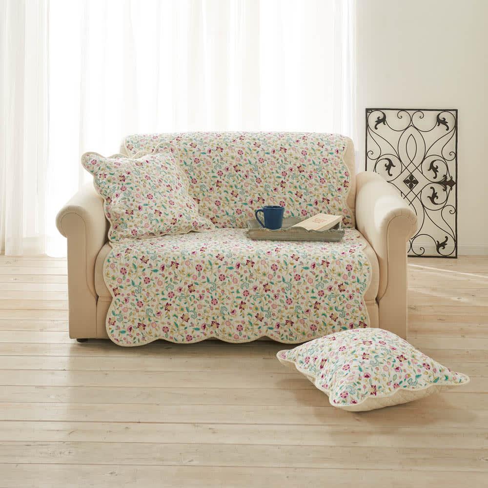 ミントン ウォッシュキルト マルチカバー(ハドンホール) (イ)ピンク系 ソファの中掛けに。 ※写真は約100×160cm(2人掛け対応)です。クッションカバーは別売りです。