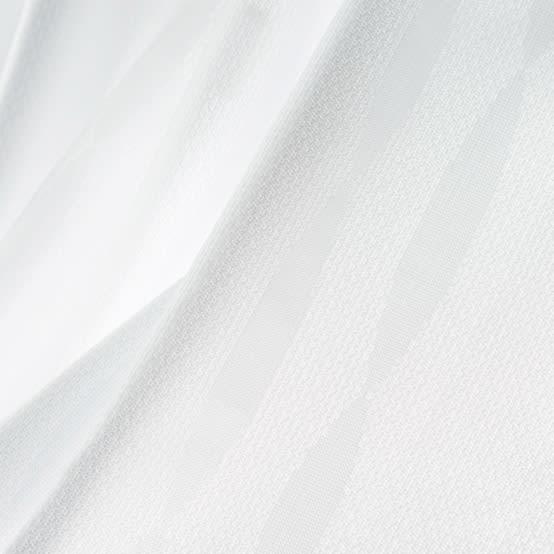 形状記憶加工多サイズ・防炎・UV対策レースカーテン 100cm幅(2枚組) ドレープの美しさを保つ形状記憶と安心の防炎機能に、UVカットと見えにくい機能が加わった新レース。室内からの透け感があるので適度な明るさをキープします。 ※写真は(ウ)ウェーブホワイト