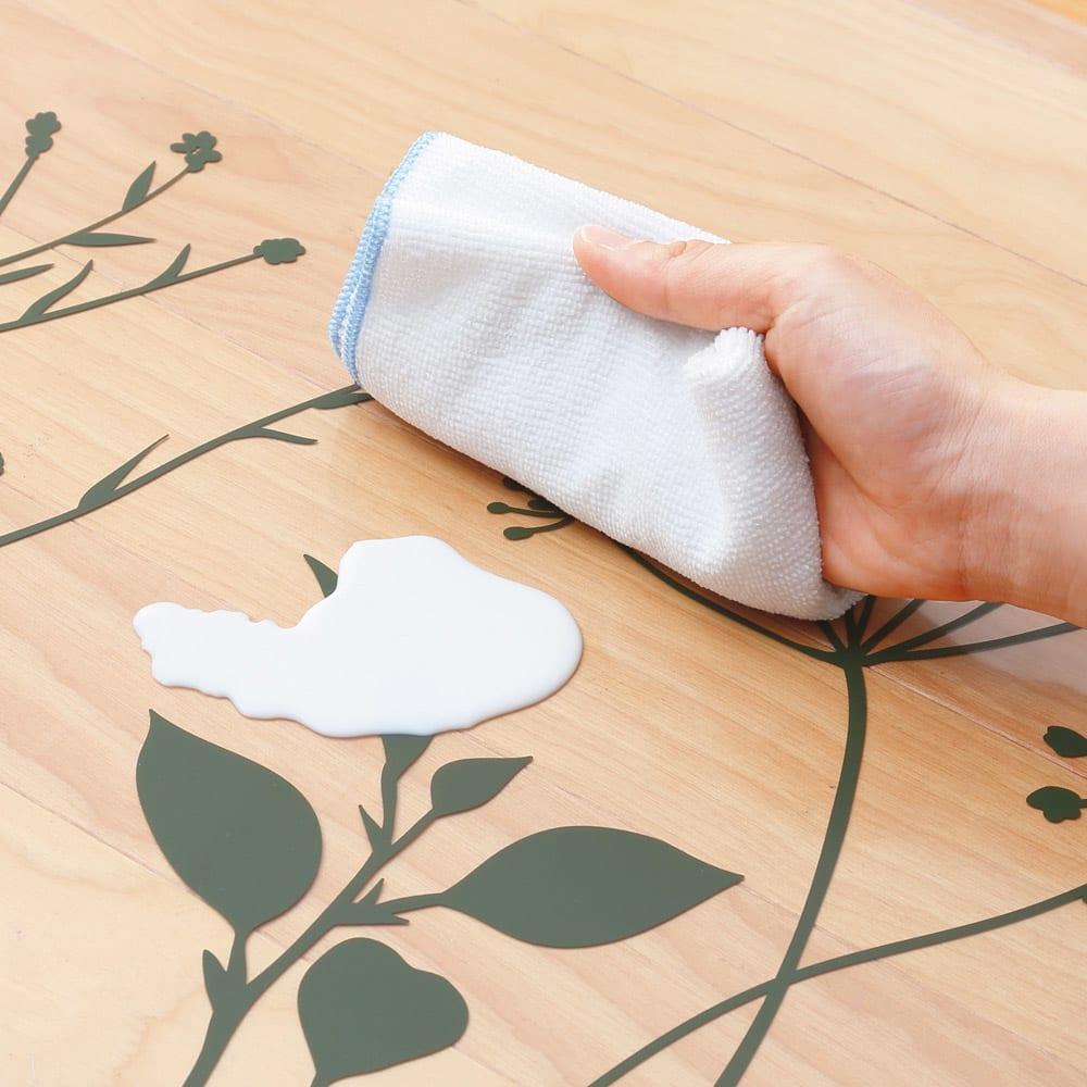塩ビプリント キッチンマット 〈スタンディングフラワー〉 汚れてもさっとひと拭きするだけで、お手入れも簡単。