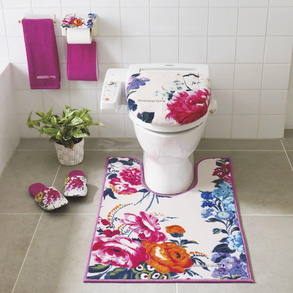 デザイナーズギルドトイレマット〈フレグランス〉 [コーディネート例] (ア)ピンク系 ※お届けはトイレマット単品です。