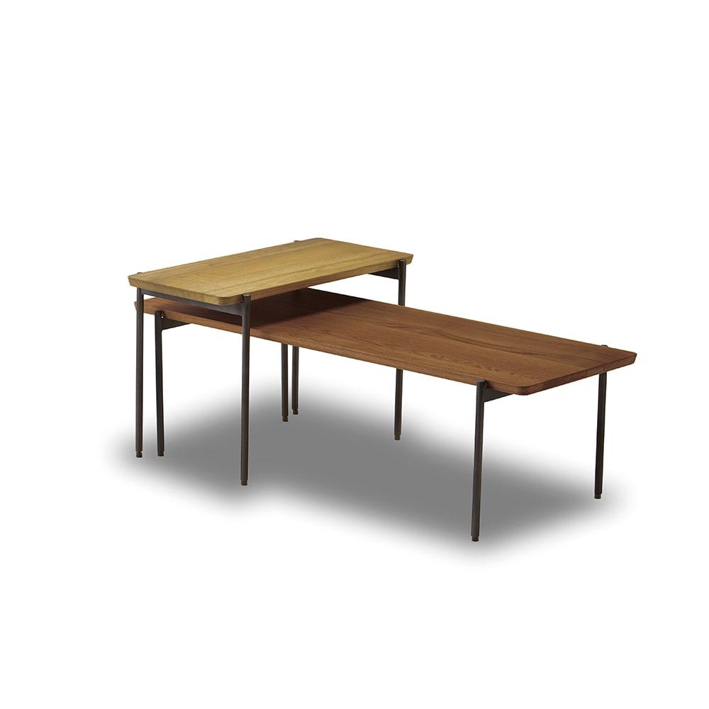 北欧調 スタイリッシュソファシリーズ リクト天然木サイドテーブル オーク 高さが違うセンターテーブルとサイドテーブルを組み合われば、コンパクトながら空間にアクセントをもたらしてくれます。 ※お届けはサイドテーブル(オーク)です。写真は別売りのセンターテーブル(ウォルナット)との組合せです。