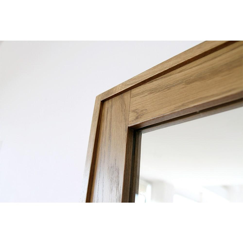 コンパクトなブルックリン風シリーズ 立て掛けミラー オーク突板の木枠にラバーウッド材の縁をつけることで立体感を表現。