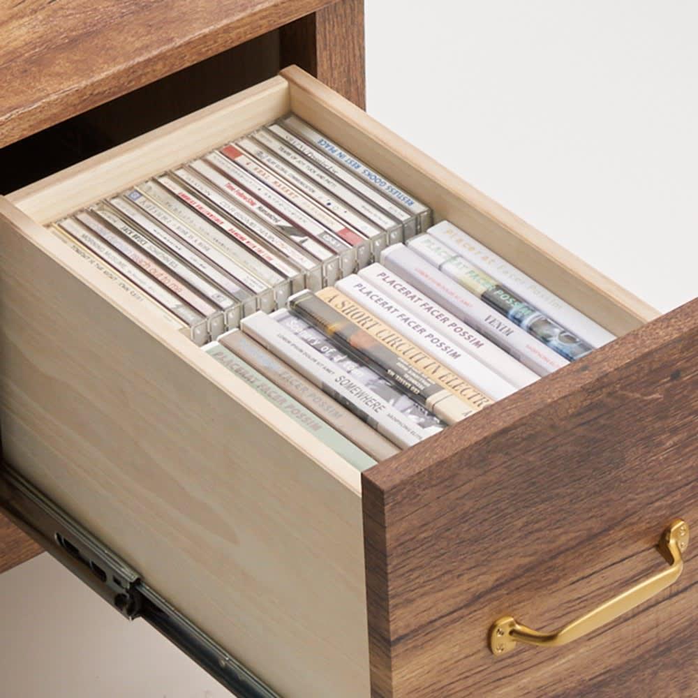 男前なブラウンヴィンテージ調シリーズ テレビ台 幅152cm テレビ台の引き出しには、DVDなどが効率的に収納できます。