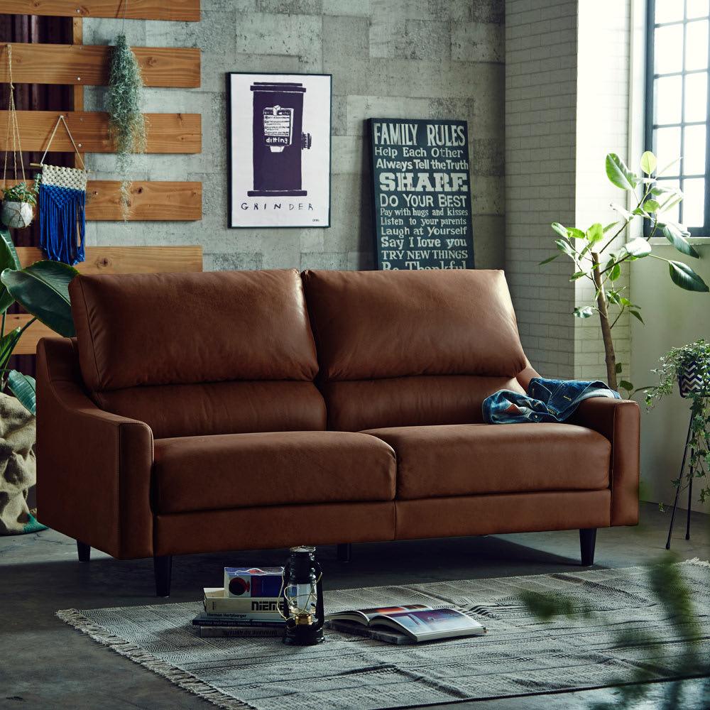 ハイバックレザーテックスソファー 3人掛け (イ)カカオ テレビを見ながら横に寝転んでゴロゴロすることもできます。