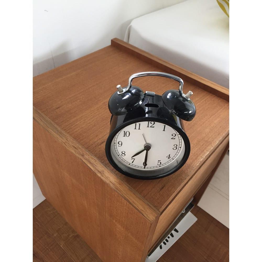北欧ヴィンテージ風 チーク材 リビング収納 サイドキャビネット 幅30cm 時計などの置き場所にもぴったり。