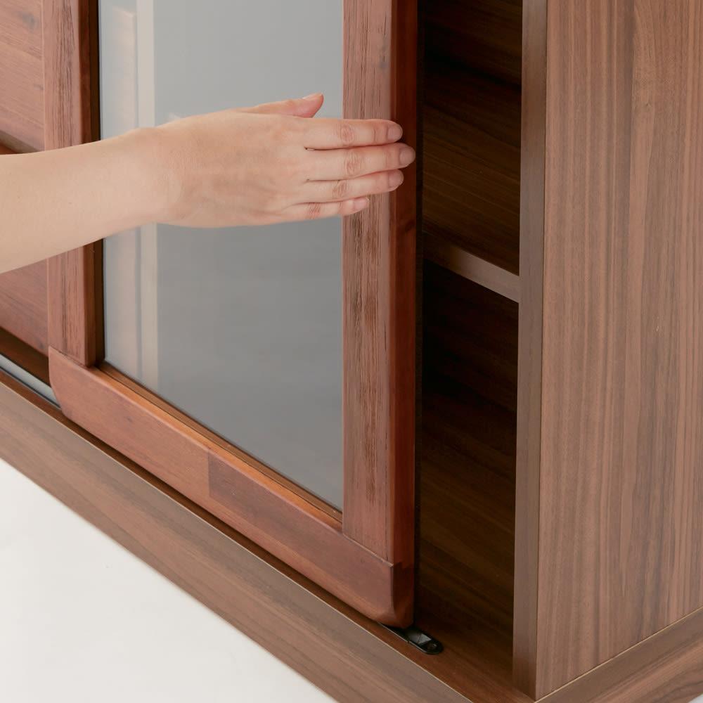 ナチュラルヴィンテージ調シリーズ キャビネット 幅120cm ガラス扉は省スペースな引き戸仕様。