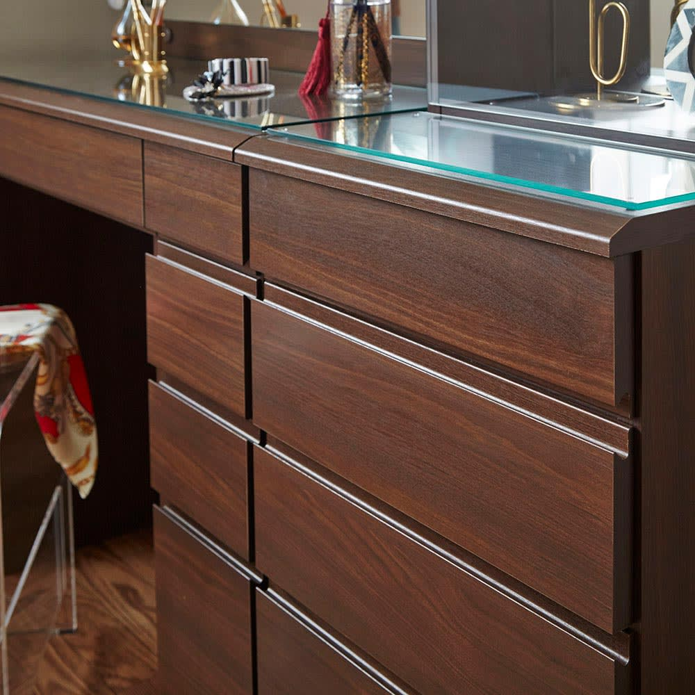 LEDライト付き 楽屋ドレッサーシリーズ ガラスキャビネット付き チェスト 幅60cm (イ)ダークブラウンは美しい木目で高級感を添えます。