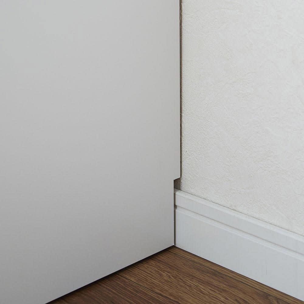 LEDライト付き 楽屋ドレッサーシリーズ ガラスキャビネット付き チェスト 幅60cm 幅木よけカットを施しているので、壁にピッタリ設置可能。