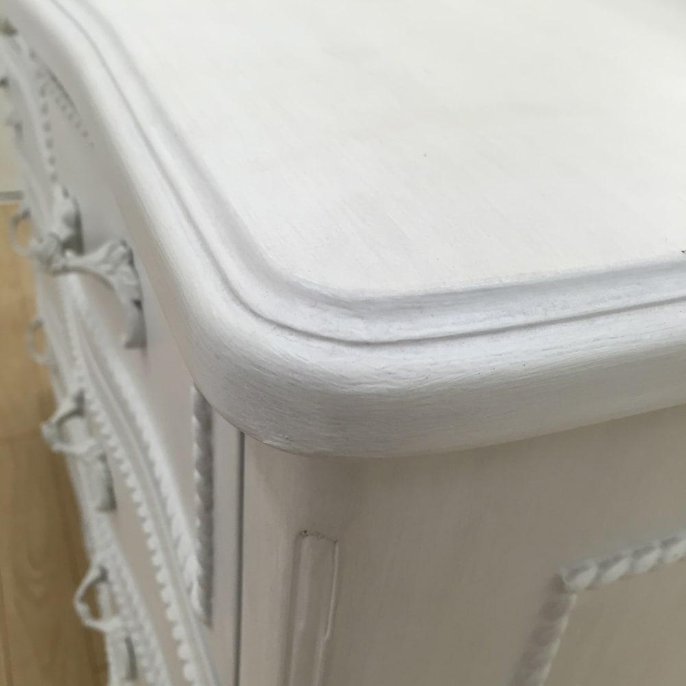 シャビーシック ホワイト フレンチ収納家具シリーズ リビングボード 丸みを帯びたデザインが、やわらかな女性らしさを演出。