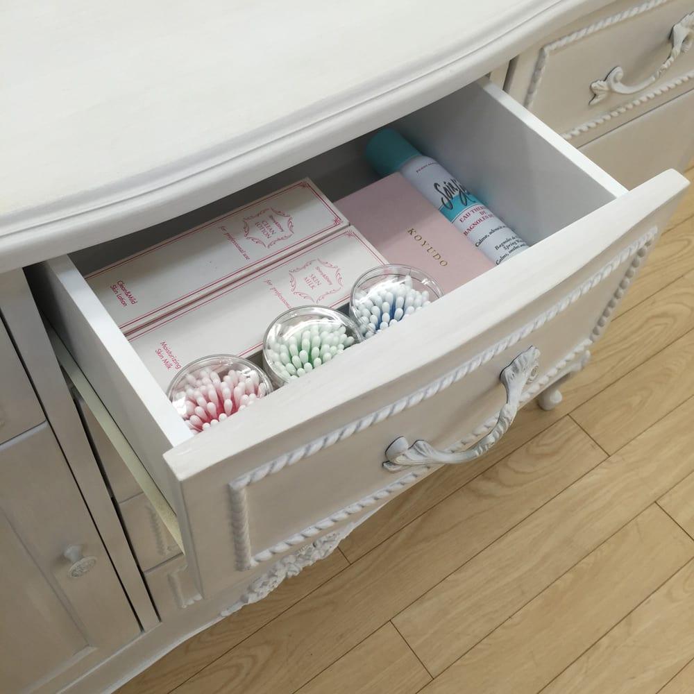 シャビーシック ホワイト フレンチ収納家具シリーズ チェスト 幅90cm 小引き出しはコスメやリビング雑貨、小物類の収納に便利です。 ※写真はリビングボードです。