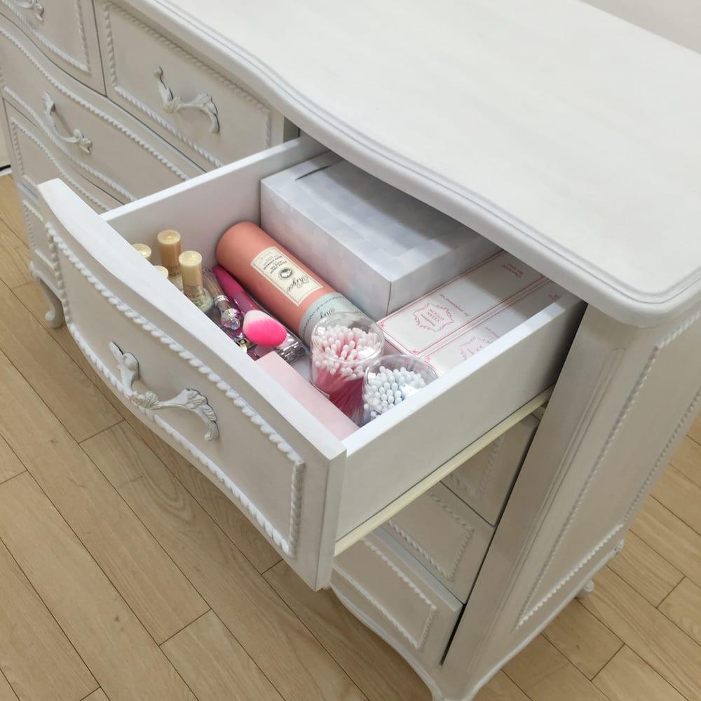 シャビーシック ホワイト フレンチ収納家具シリーズ チェスト 幅120 コスメやリビング雑貨、小物類の収納に便利な小引出しが付いています。